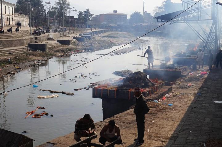 katmandou-temple-cremation-nepal
