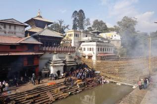 tradition-cremation-katmandou-nepal