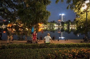 fitness-at-hoan-kiem-lake-hanoi-vietnam