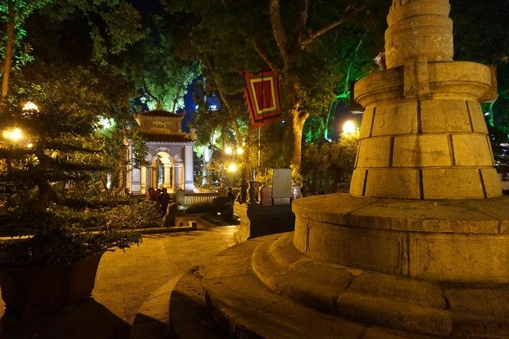 temple-hoan-kiem-lake-hanoi-vietnam