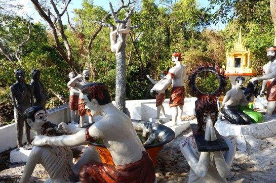 Statues représentant les tortures infligées par les khmers rouges