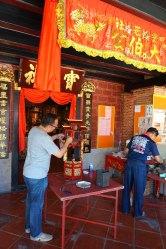 Préparation d'une cérémonie qui aura lieu le lendemain de notre venue au temple
